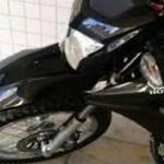 Motocicleta Bros é roubada em Riozinho das Arrais em frente à Igreja católica