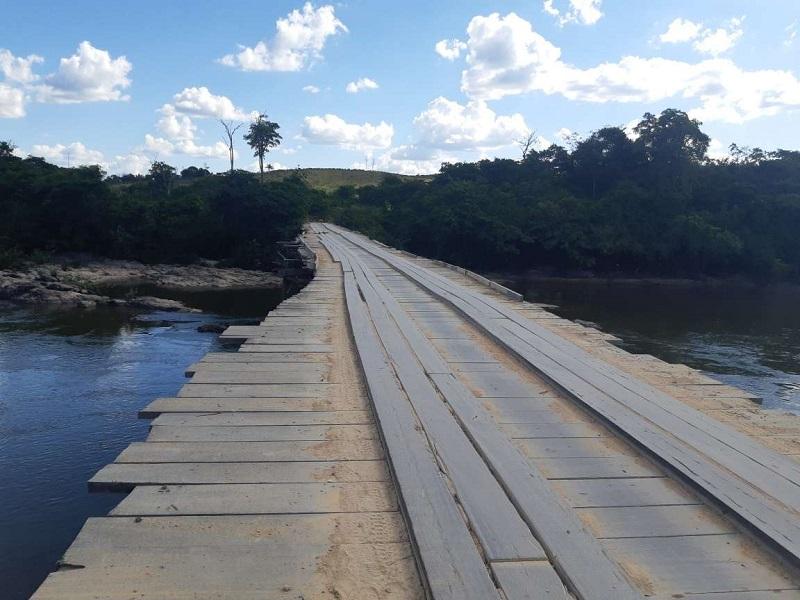 Ponte de madeira sob o rio Jamanxim em Novo progresso (Foto:JORNAL FOLHA DO PROGRESSO)