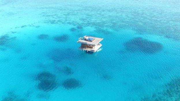O quarto subaquático do Manta Resort custa $ 1.700 por noite (cerca de R$ 7 mil). Foto: The manta resort