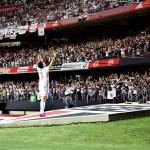 São Paulo vence o Corinthians com lance polêmico e cola no G4