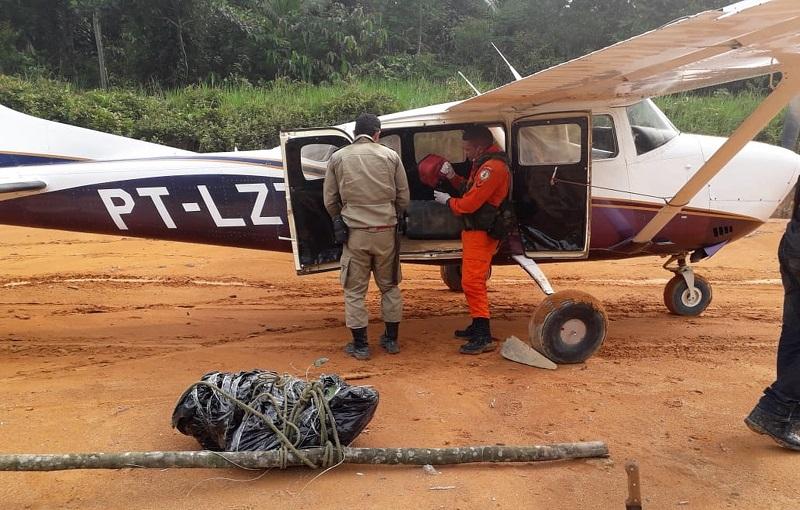 Corpo de piloto vítima de acidente aéreo no Pará é removido para perícia. — Foto: Reprodução / Corpo de Bombeiros