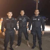 Policiais militares arriscam as próprias vidas em naufrágio de balsa para salvar acidentados em Curuá no Pará
