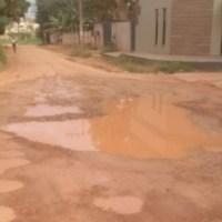 Cano estourado alaga ruas e causa transtornos para moradores em Novo Progresso