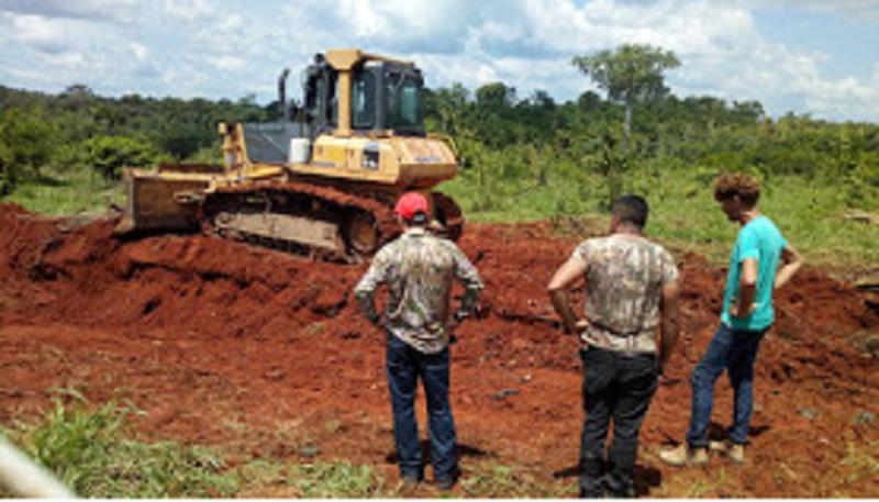 Trator roubado estava trabalhando em desmate de Floresta em Fazenda (Foto:Divulgação)