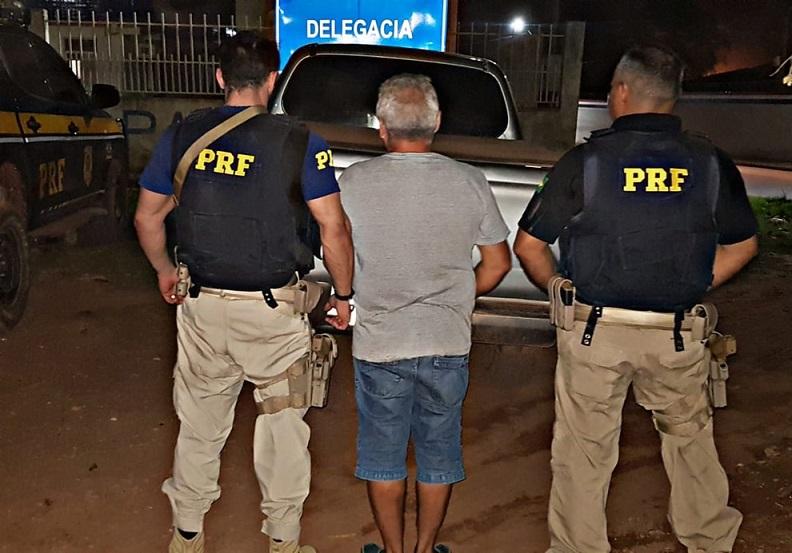 Homem foi preso pela PRF na BR-230, em Itaituba — Foto: PRF/Divulgação