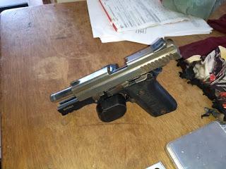 Pistola .40, pertence a um coronel da PM, ex-comandante do 1º Comando de Policiamento Regional (CPR-I), da cidade de Santarém.