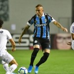 Em partida de cinco gols, Goiás derrota o Grêmio no Serra Dourada