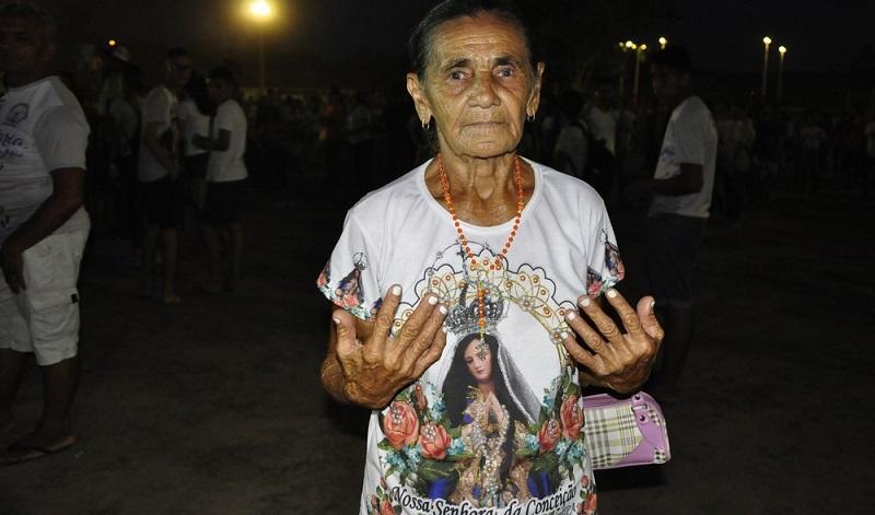 Maria Rosa dos Santos, de 64 anos, participa da Caminhada há 10 anos — Foto: Kamila Andrade/G1