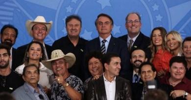 Cantores-sertanejos-e-Bolsonaro-janeiro-2020-Agência-Brasil--990x556