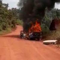 Carro de funerária pega fogo no interior do Pará; assista!