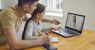Exercer a paternidade ensinando filhos em casa é lição que fica