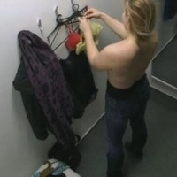 IMPORTUNAÇÃO SEXUAL -'Tarado' é preso filmando mulher em provador de loja