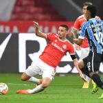 Pepê brilha, Grêmio vence Internacional na Libertadores e encosta na liderança