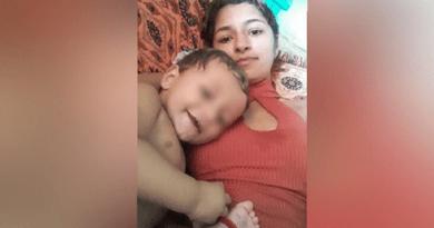 mulher passa dificuldade com seu filho pequeno