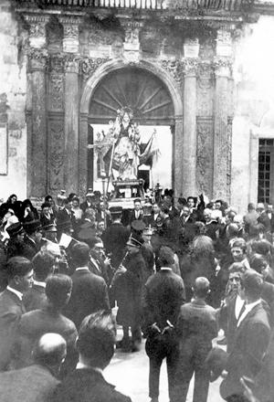 carpignano-sal-le-palazzo-ducale-ghezzi-processione-della-madonna-della-grotta-ph-primi-del-novecento