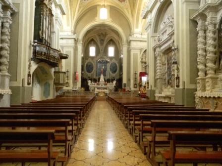 Casarano, Chiesa Maria SS. Annunziata, interno, navata principale (ph Maura Lucia Sorrone)