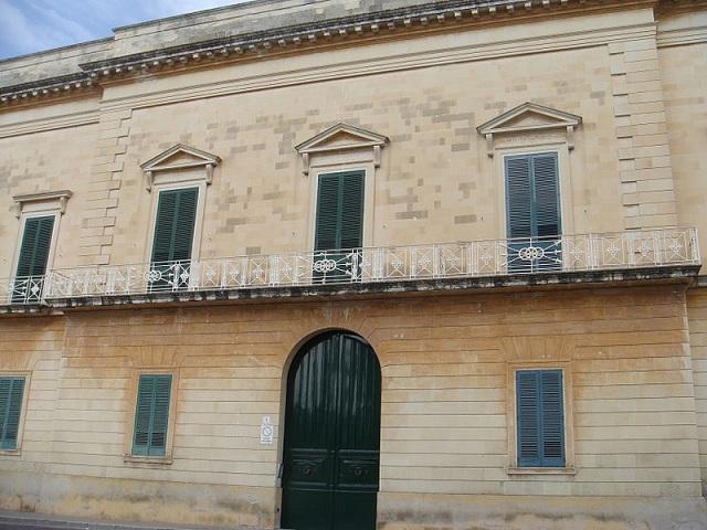 immagine tratta da http://it.wikipedia.org/wiki/File:Palazzo_Tamborino_Maglie.JPG