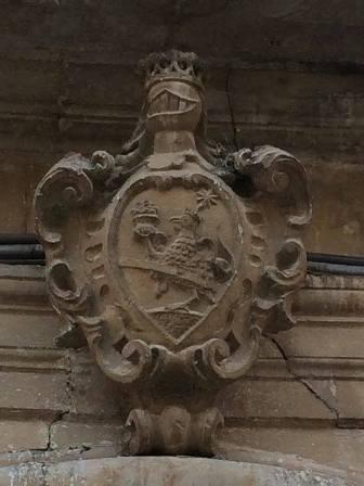 Fig. 2. Francavilla Fontana, via Roma, palazzo Basile (ora di Castri), particolare dello stemma.