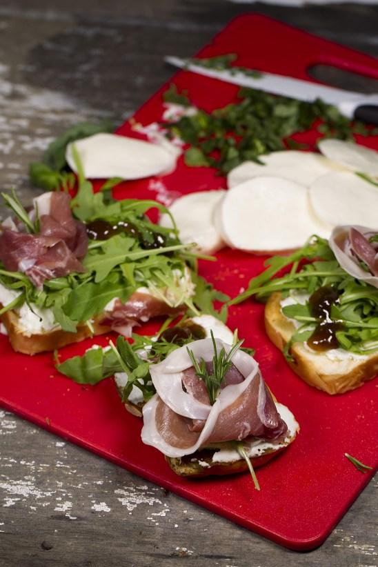 Bruschetta-with-Mozzarella-and-Parma-Ham-web.jpg