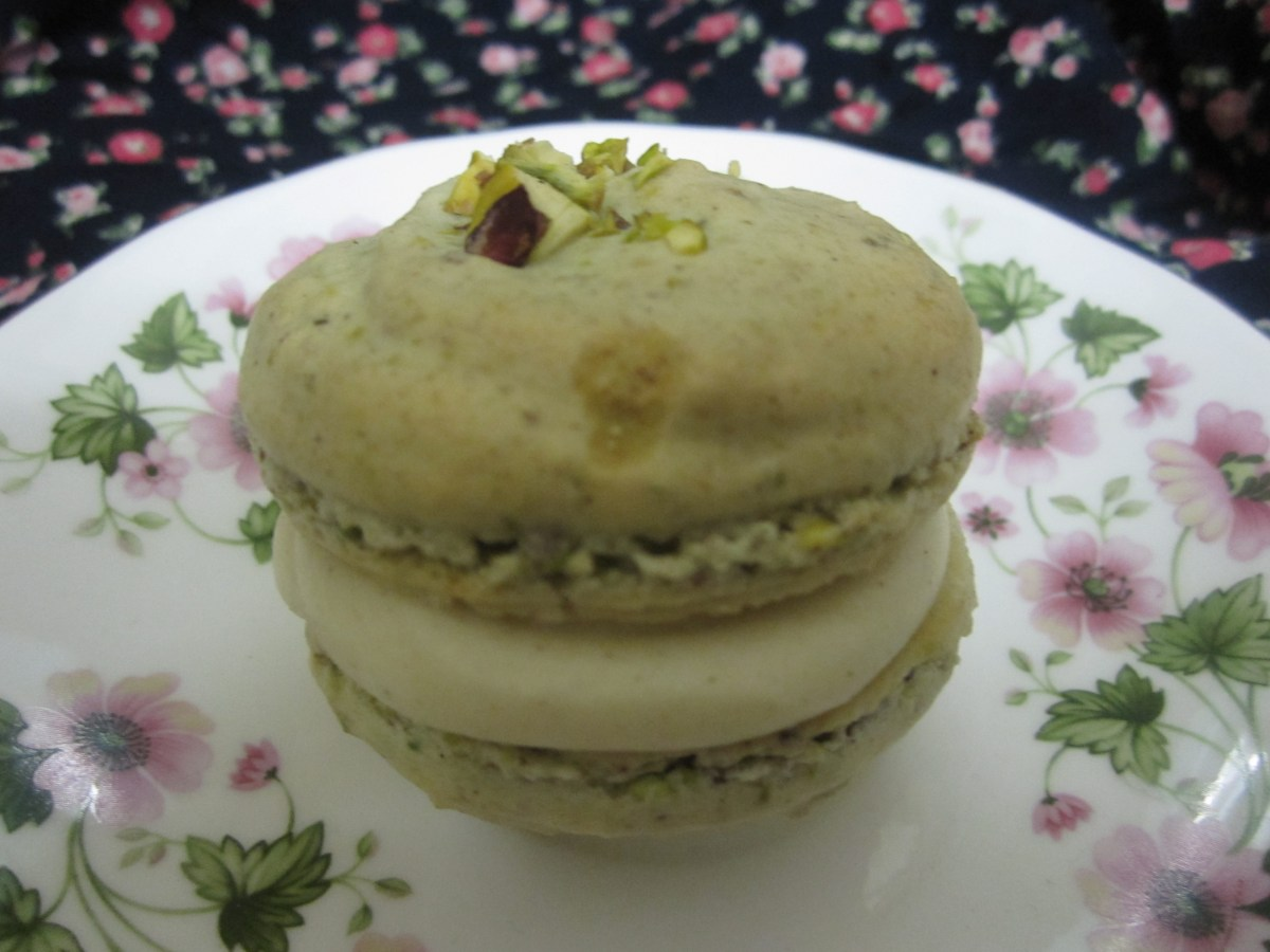 Culture Clash (Baklava Macarons with Honey and Cinnamon Buttercream)
