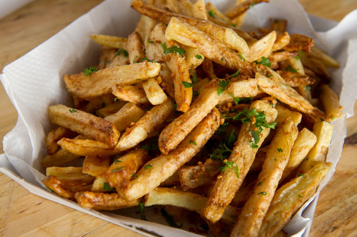 Ballpark-Style Garlic Fries Recipe – Food Republic