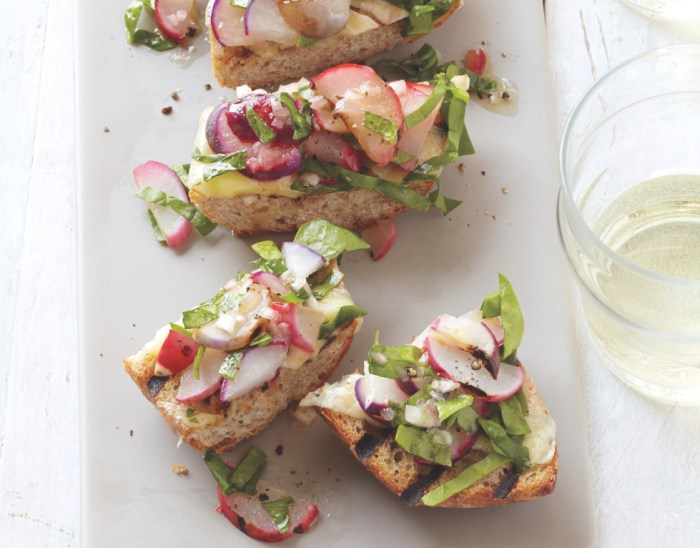 The prettiest crostini of them all. (Photo: Better Homes And Gardens.)