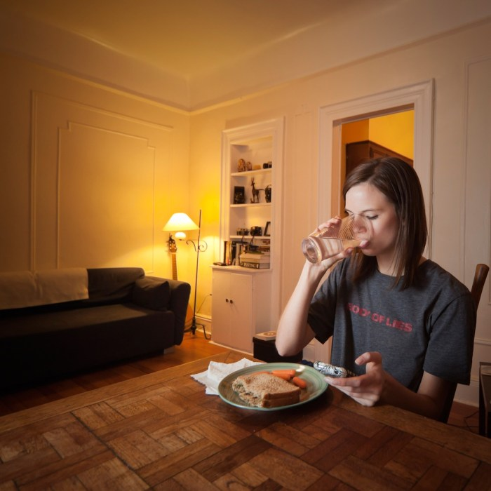 Photos Of New Yorkers Eating Alone At Home Is Not As