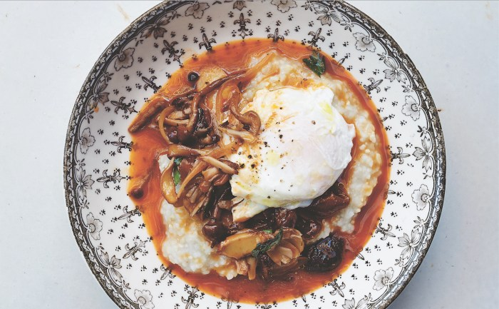 Rustic Corn Grits With Mushroom Sugo And Poached Egg – Food Republic