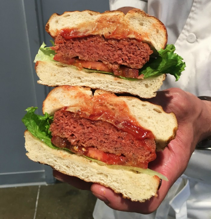 The Beyond Burger looks like a beef burger at first glance. (Photo: Tiffany Do.)