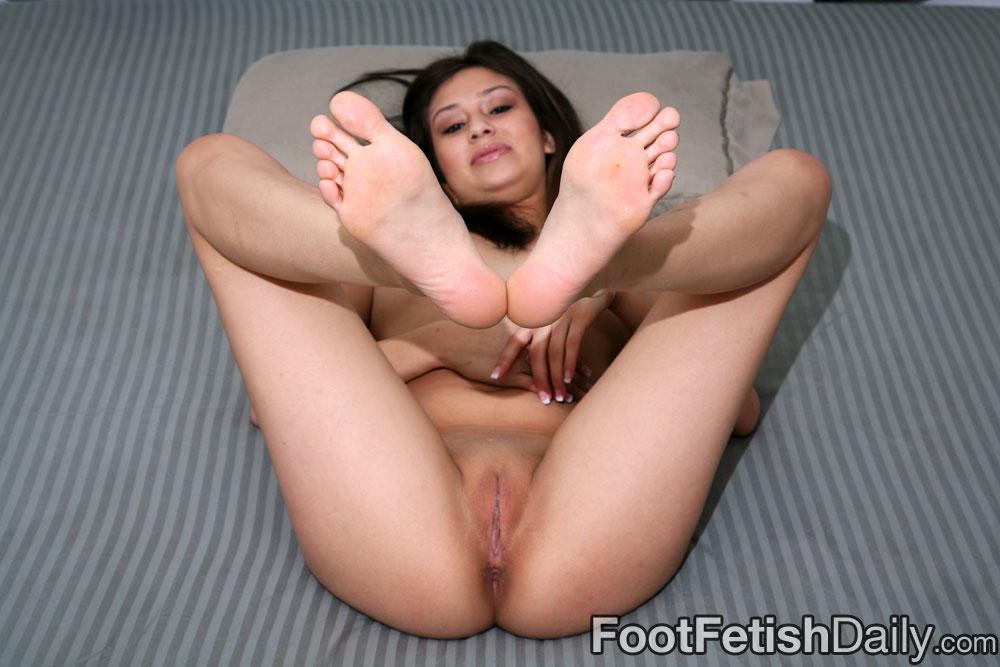 nude feet and toes