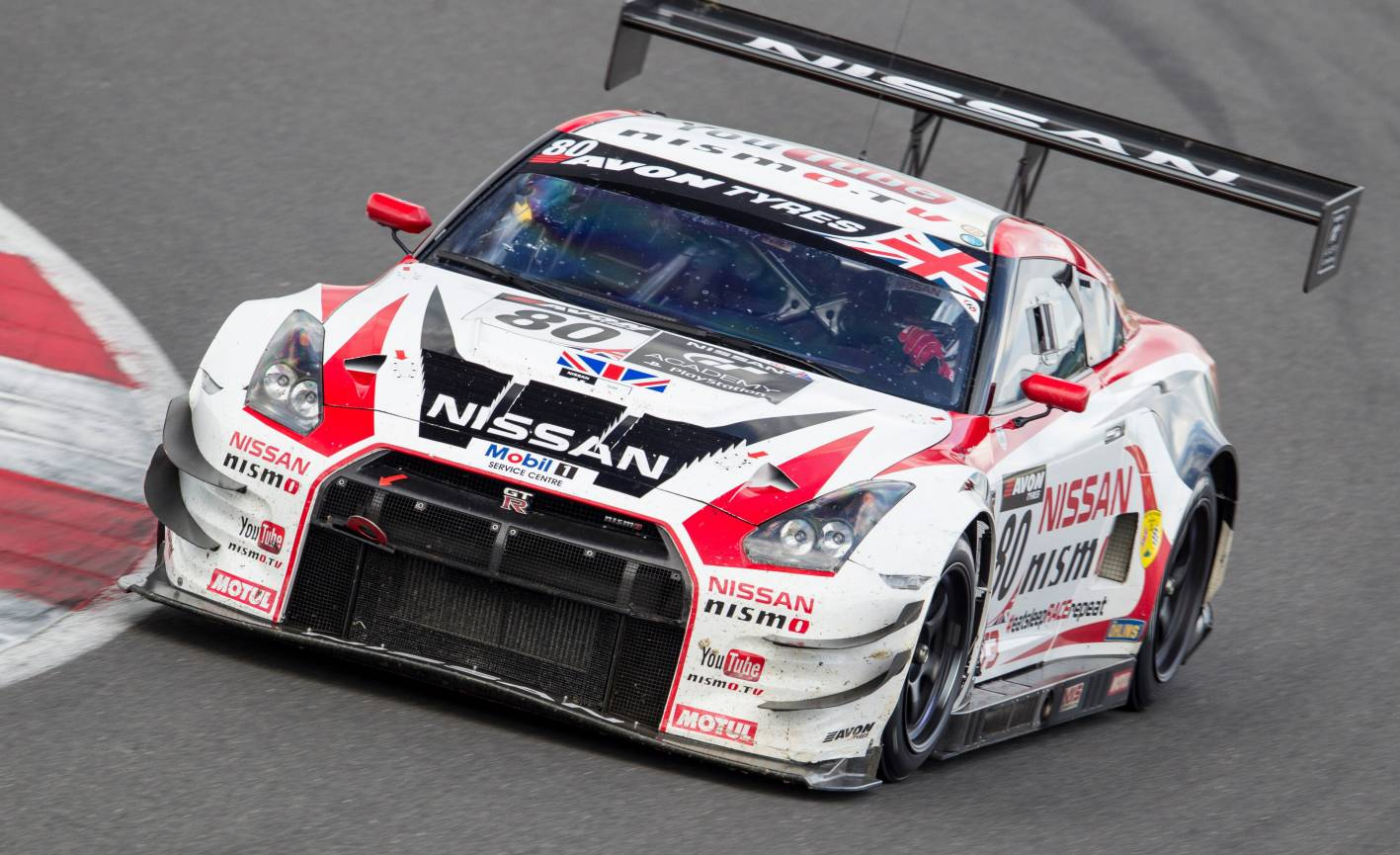 Wallpaper Mobil Sport Hd Nissan Gt R Nismo Gt3 Takes On The Nurburgring 24 Hours