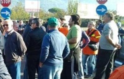 idraulico_forestali_protesta_blocco-e1351153318807 (Custom)