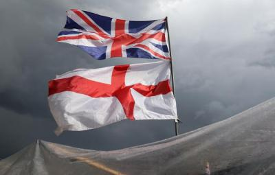 The flag of the United Kingdom of Great Britain and Northern Ireland, top, and the flag of England fly above a souvenir stand on Westminster Bridge following yesterday's EU referendum result, London, Saturday, June 25, 2016. Britain voted to leave the European Union after a bitterly divisive referendum campaign. (ANSA/AP Photo/Tim Ireland) [CopyrightNotice: Copyright 2016 The Associated Press. All rights reserved. This material may not be published, broadcast, rewritten or redistribu]