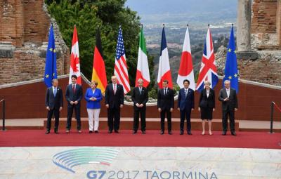 (L-R): EU Council President Donald Tusk, Canadian Prime Minister Justin Trudeau, German Chancellor Angela Merkel, US President Donald Trump, Italian Prime Minister Paolo Gentiloni, French President Emmanuel Macron, Japanese Prime Minister Shinzo Abe, British Prime Minister Theresa May and European Union Commission President Jean-Claude Juncker pose for a family photo on the first day of the G7 Summit at the Teatro Greco in Taormina, Italy, 26 May 2017. The G7 Summit will be held from 26 to 27 May 2017. ANSA/ETTORE FERRARI  ANSA/ETTORE FERRARI