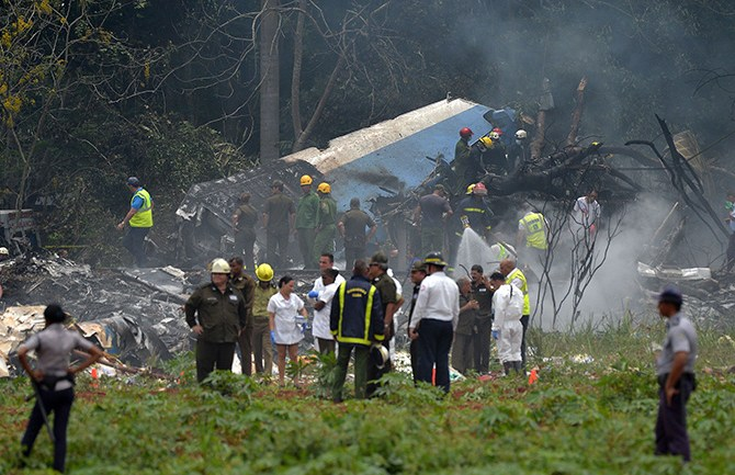 "Picture taken at the scene of the accident after a Cubana de Aviacion aircraft crashed after taking off from Havana's Jose Marti airport on May 18, 2018. - A Cuban state airways passenger plane with 104 passengers on board crashed on shortly after taking off from Havana's airport, state media reported. The Boeing 737 operated by Cubana de Aviacion crashed ""near the international airport,"" state agency Prensa Latina reported. Airport sources said the jetliner was heading from the capital to the eastern city of Holguin. (Photo by Yamil LAGE / AFP)        (Photo credit should read YAMIL LAGE/AFP/Getty Images)"