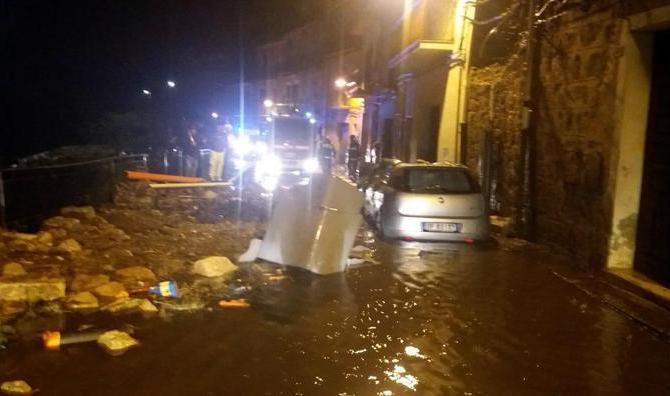 I danni causati dal violento nubifragio che si è abbattuto a Piazza Armerina, nell'Ennese, 21 ottobre 2018. ANSA/ STRINGER