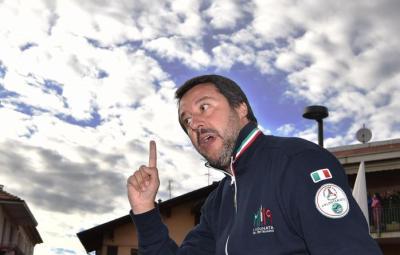 Il ministro dell?Interno e vicepremier Matteo Salvini durante un comizio a Settimo Torinese, Torino, 12 maggio 2019. ANSA/ALESSANDRO DIMARCO