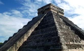une pyramide mexicaine très solide