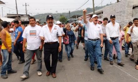 Intentan antorchistas impedir paso a Juan Bueno Torio en Córdoba