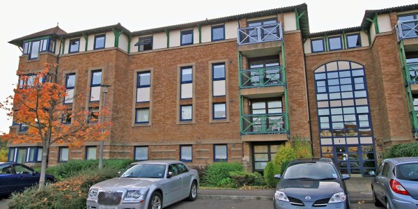 Bright, spacious furnished first floor flat conveniently situated for The Western General Hospital