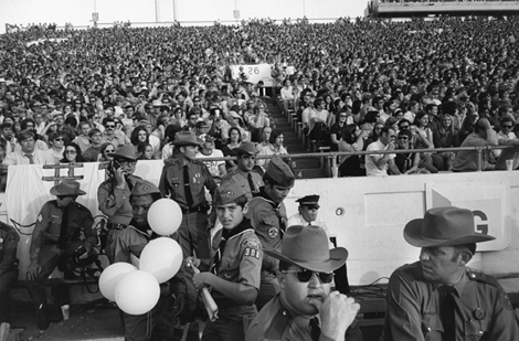 Cotton Bowl (Notre Dame vs. Texas), Cotton Bowl Stadium, Dallas, January 1, 1971 Copyright Tod Papageorge, Courtesy Pace/MacGill Gallery, New York