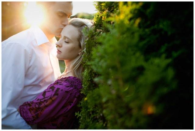 guter Hochzeitsfotograf nimmt sich Zeit für Kontakt