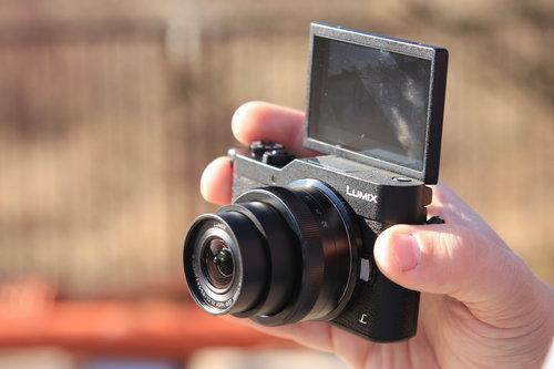Kieszonkowy bezlusterkowiec może zastąpić smartfon/fot. fotoManiaK.pl