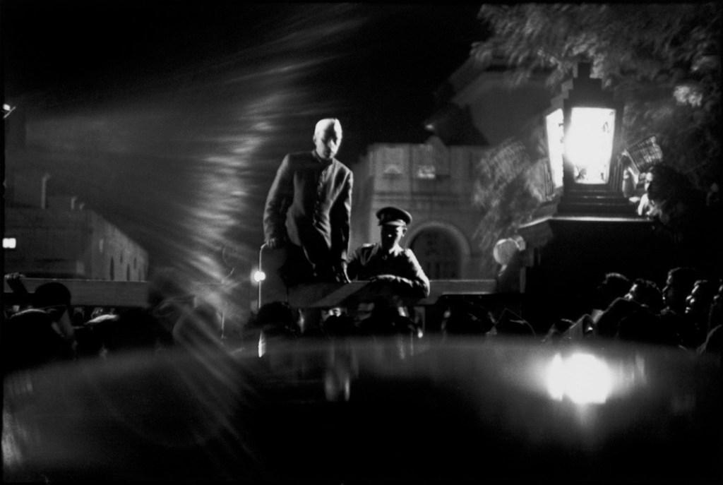 INDIA. Delhi. Birla House. 1948. NEHRU announces GANDHI's assassination to a crying crowd.