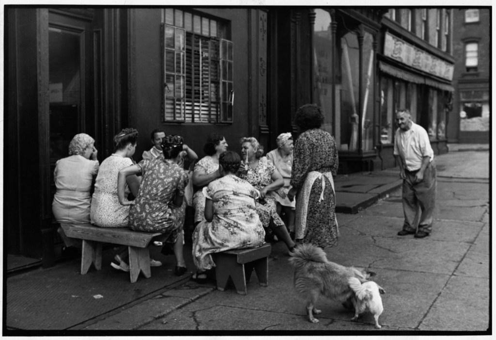 USA. NYC. Brooklyn. Grand Street. 1947.
