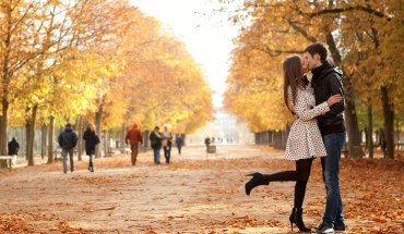 Couple-Embrace-In-Autumn-Paris