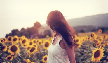 girl-mood-flower-field