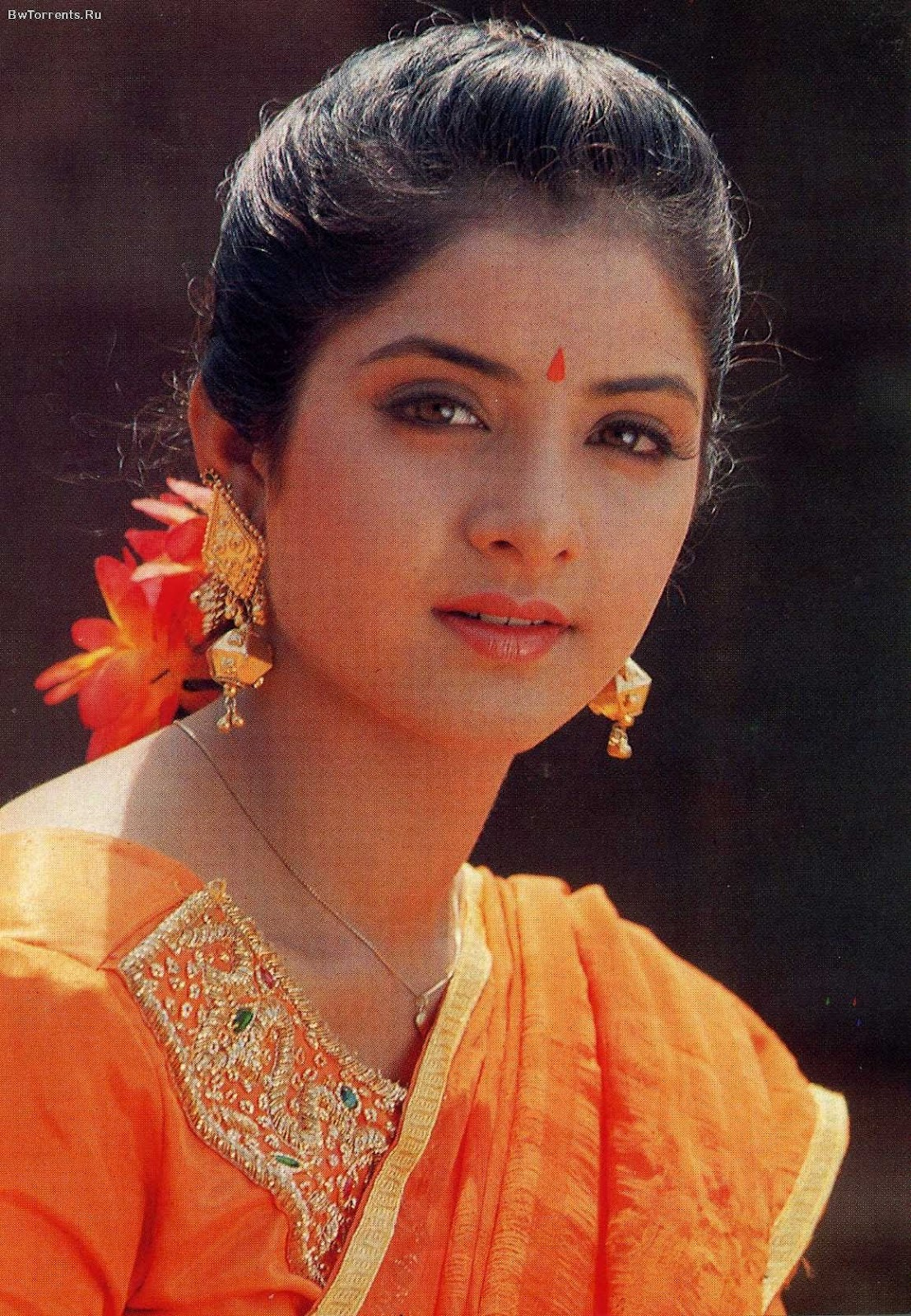 Fall Pc Wallpaper Free Divya Bharti Found A Gravefound A Grave