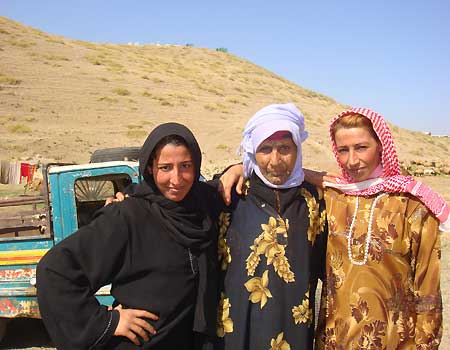 Fox News goes to Syria: Traditional Bedouin women pose for Fox News