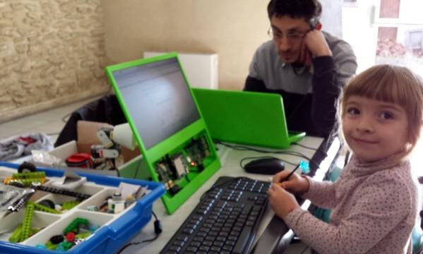 Courthézon - En visite à CourTechZone - Il n'y a pas d'age pour utiliser le Raspberry Pi